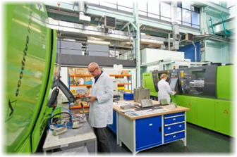 Training at Injection Molding Machines